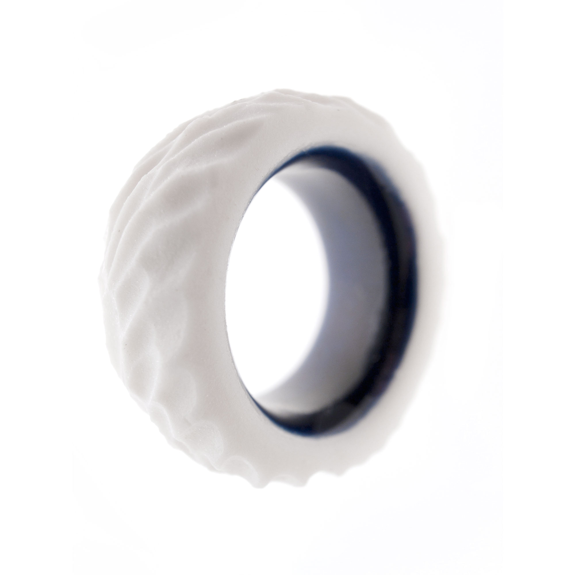 Anna-Kiryakova-Blue-Rough-Ring-Porzellan-Schmuck