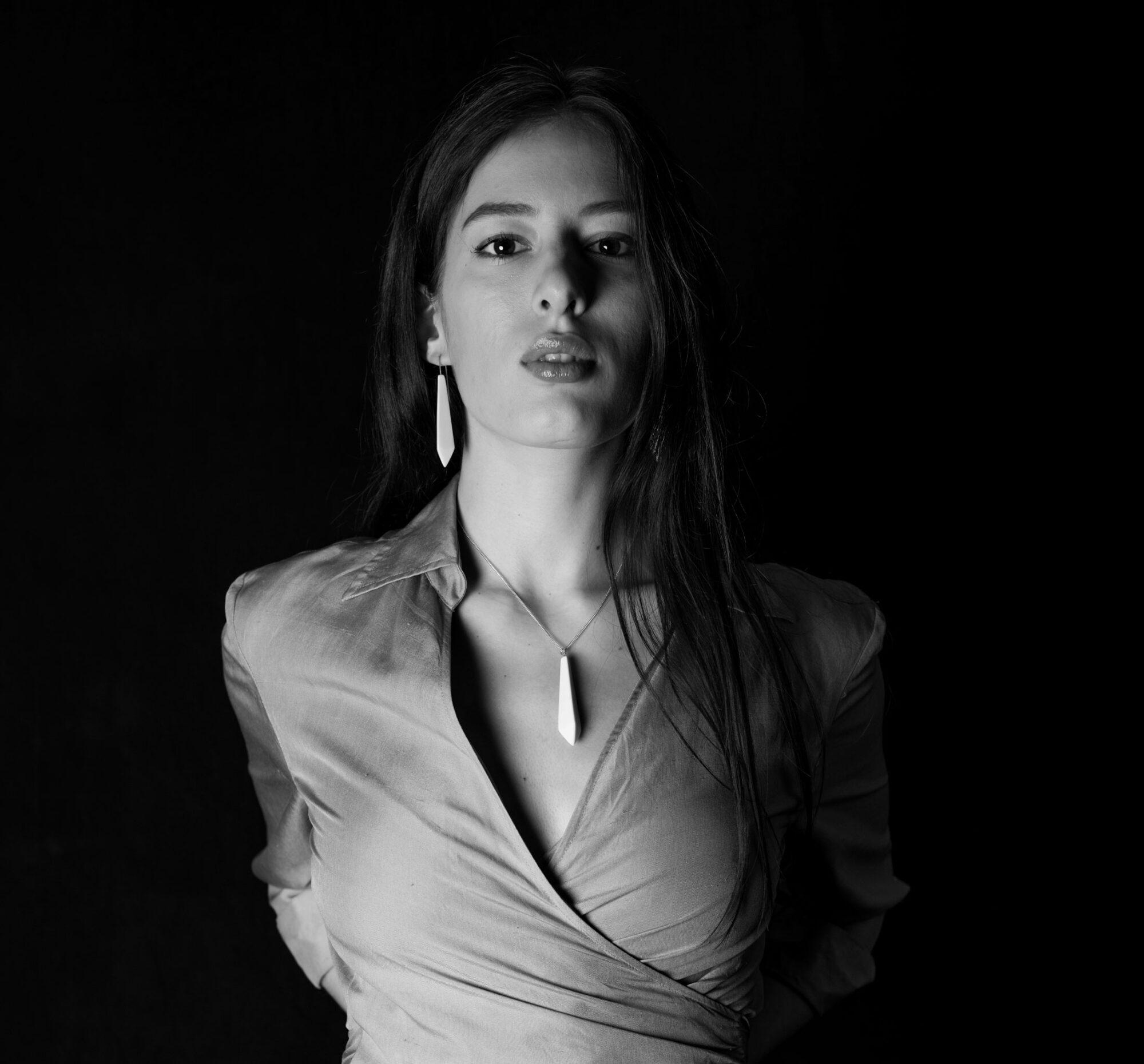 Anna-Kiryakova-Crystal-Cut-Collier-Porzellan-Schmuck-1