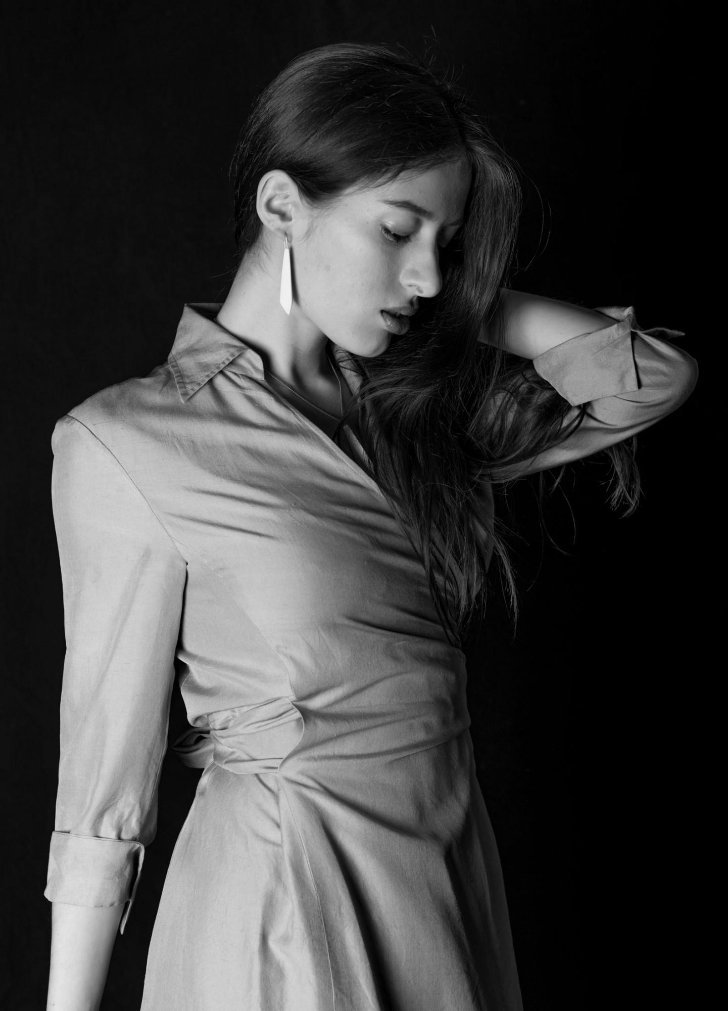 Anna-Kiryakova-Crystal-Cut-Earrings-Porzellan-Schmuck