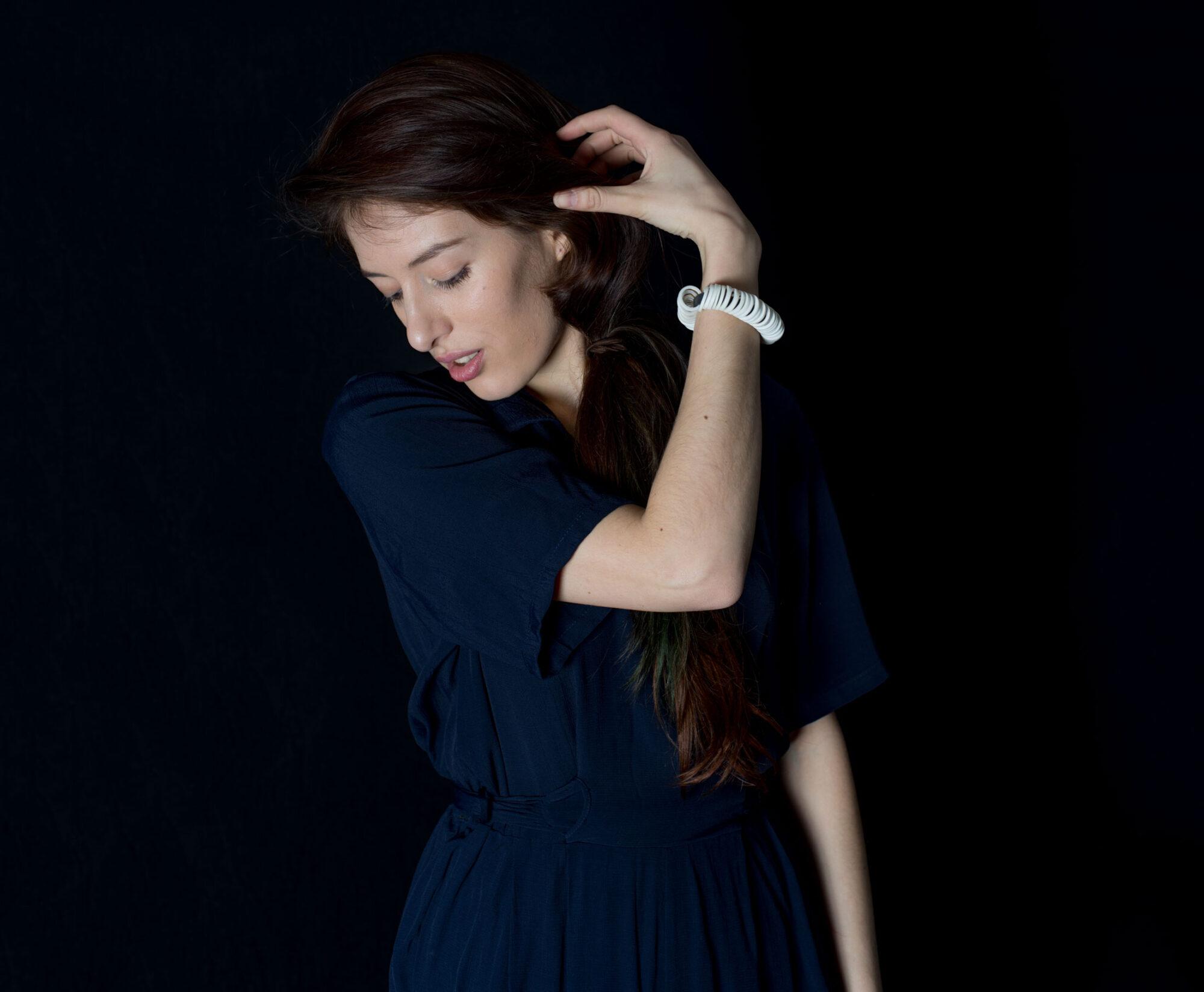 Anna-Kiryakova-Cut-Circles-Bracelet-Porzellan-Schmuck