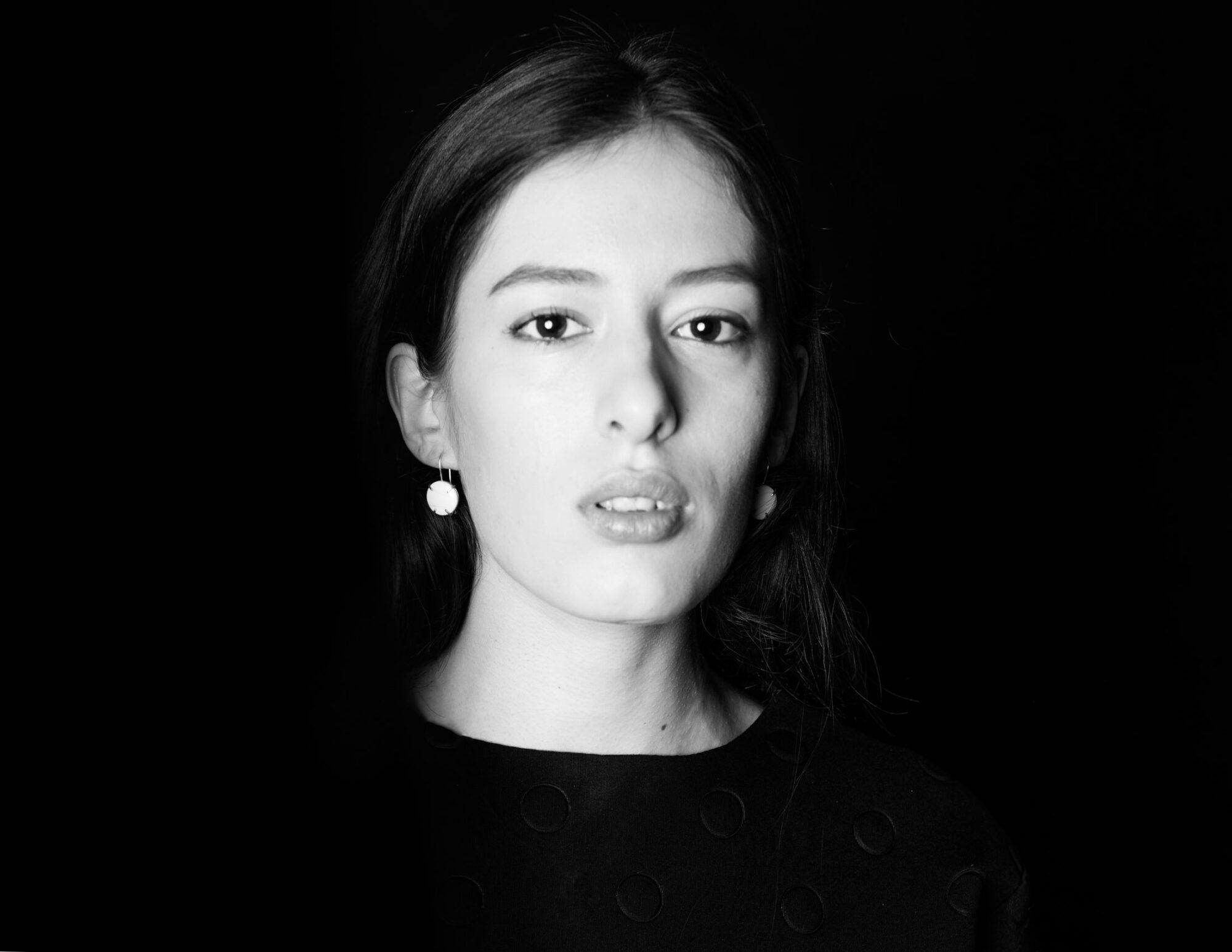 Anna-Kiryakova-Embraced-Collier-Porzellan-Schmuck-3
