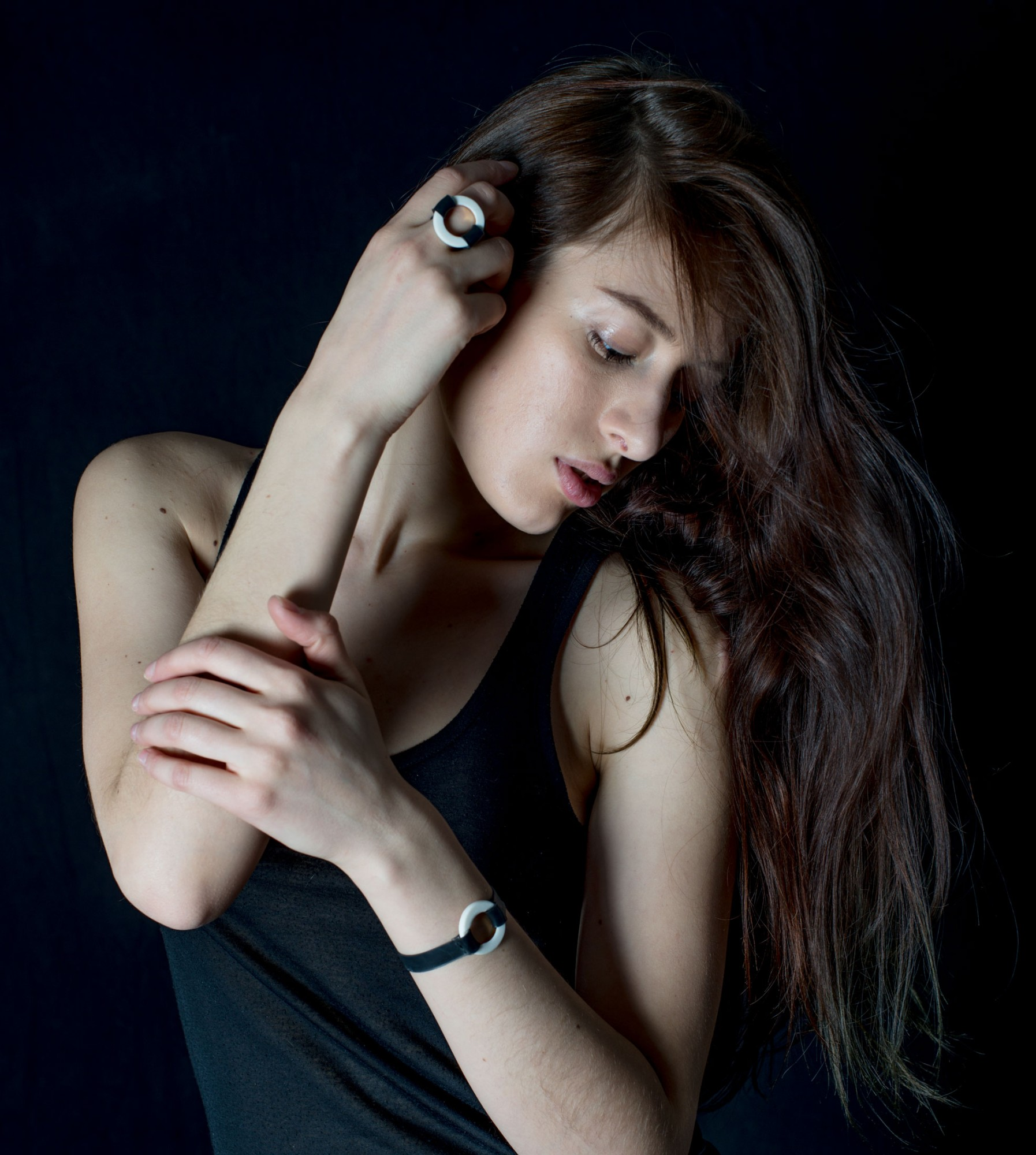 Anna-Kiryakova-Rubber-Ring-Gold-Porzellan-Schmuck-4